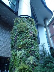 丸の内パークビルの柱