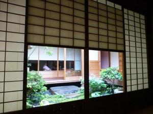 津田楼の個室より坪庭を