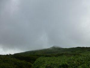 月山への道